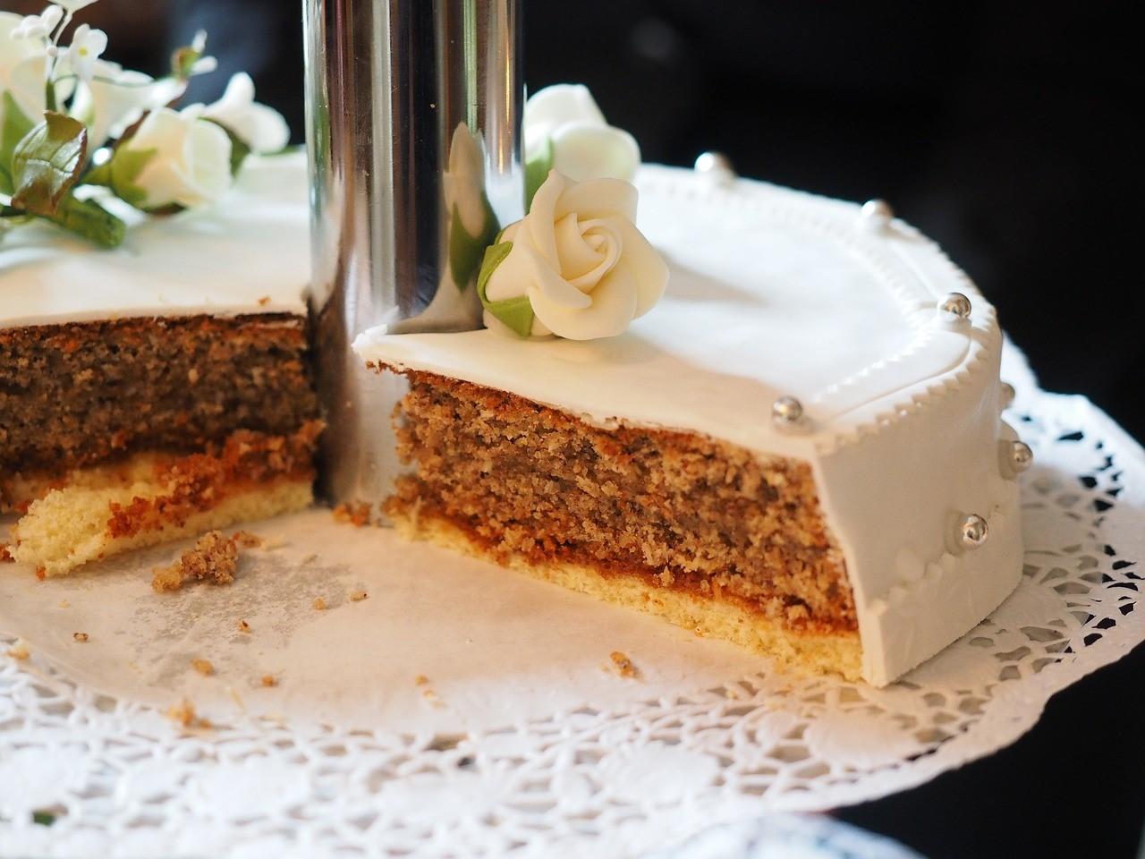 Sending your wedding cake abroad