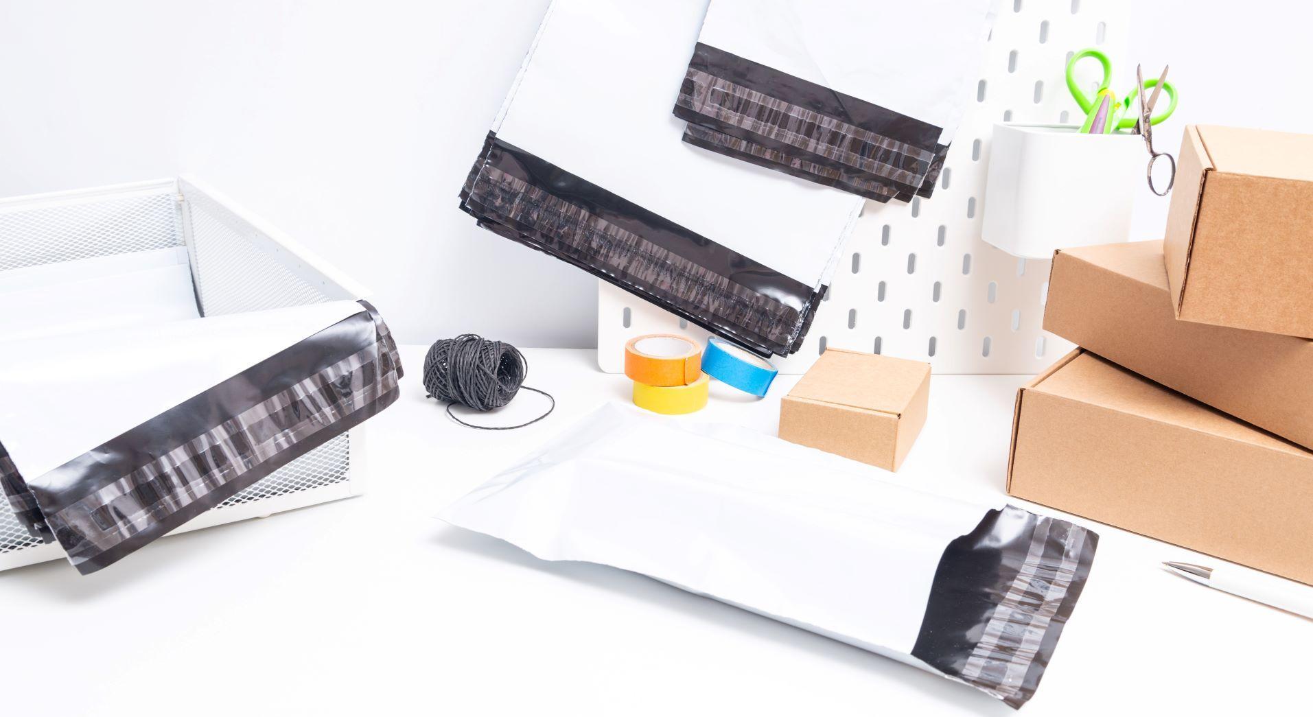 Polythene mailing bags vs flat postal boxes